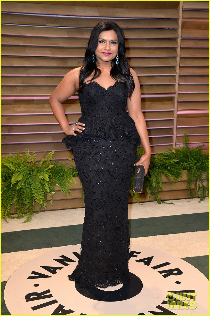 mindy kaling sparkles at vanity fair oscars party 2014 02