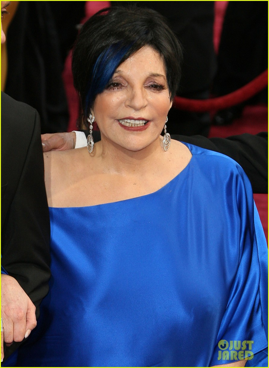 liza minnelli wears blue streak in hair at oscars 2014 04