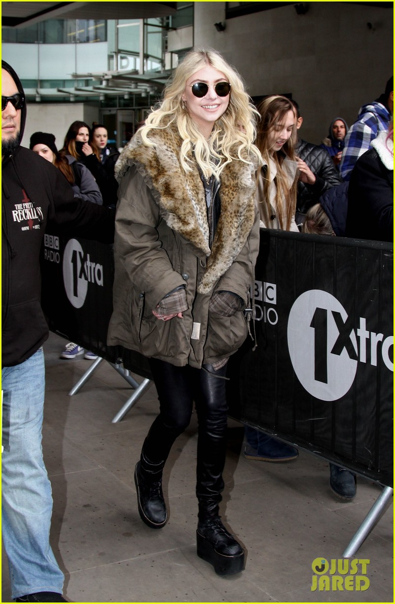 taylor momsens going to hell makes a huge splash all over the world 103077084