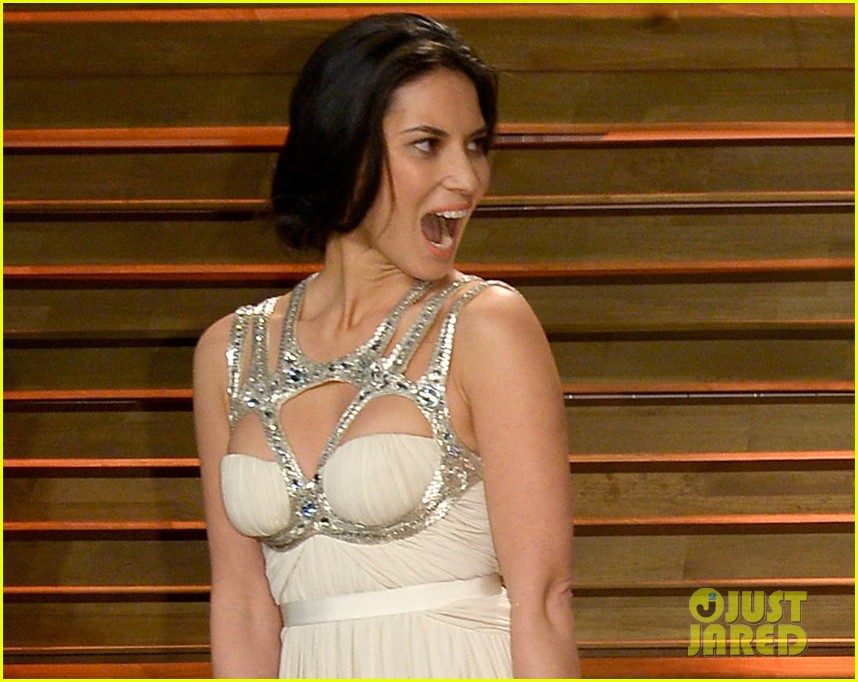olivia munn shows off her assets at vanity fair oscars party 2014 04