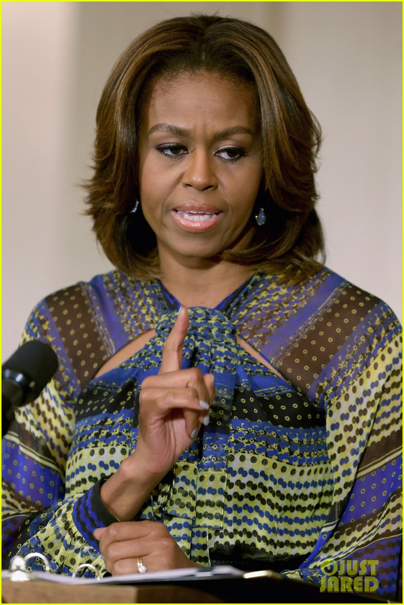 michelle obama hosts women in music function president obama misspells respect 04