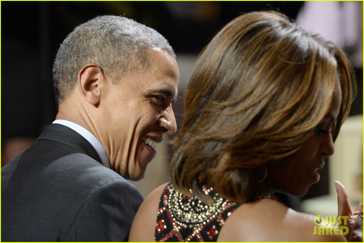 michelle obama hosts women in music function president obama misspells respect 05