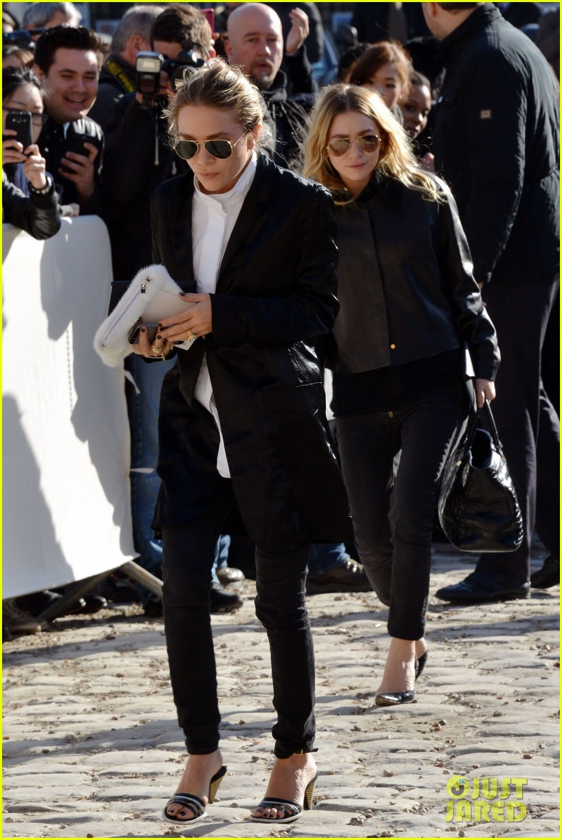 mary kate olsen flashes huge engagement ring louis vuitton show ashley 033066467