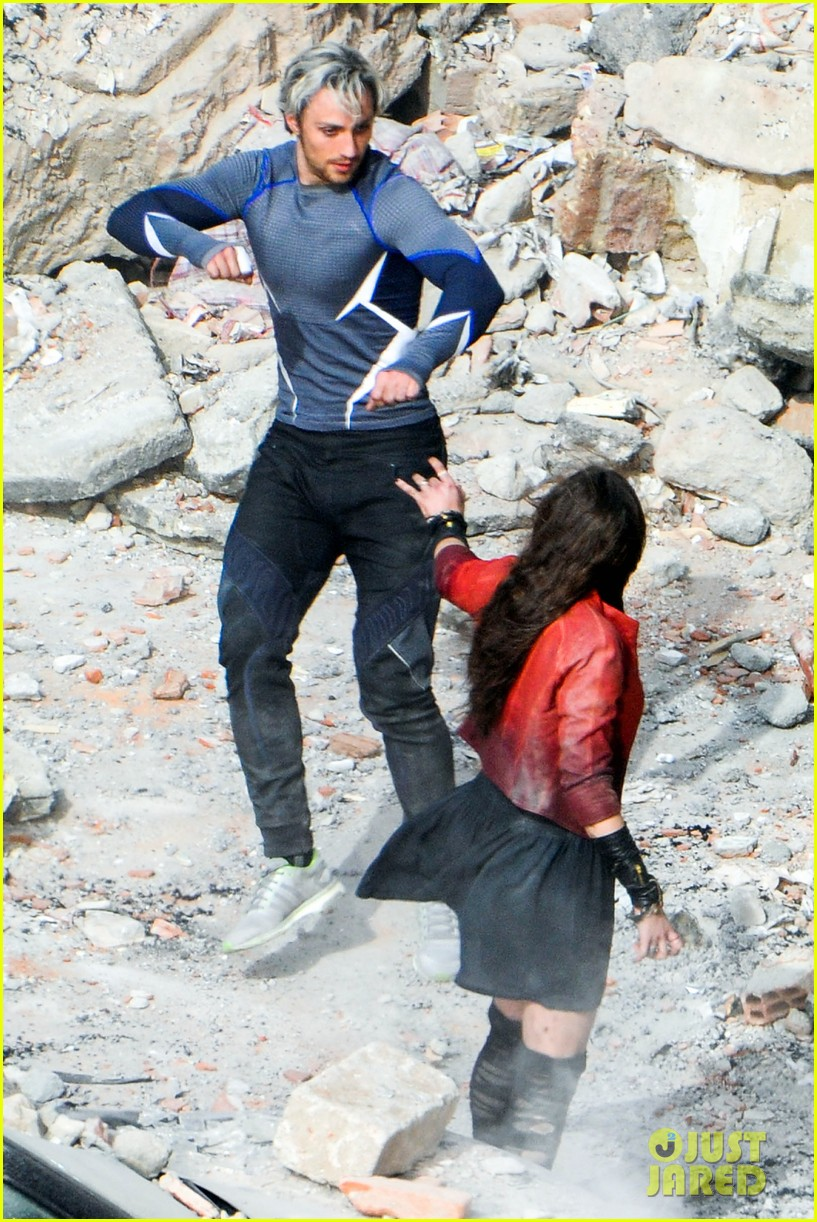 elizabeth olsen aaron taylor johnson more action packed avengers 2 pics 043078326