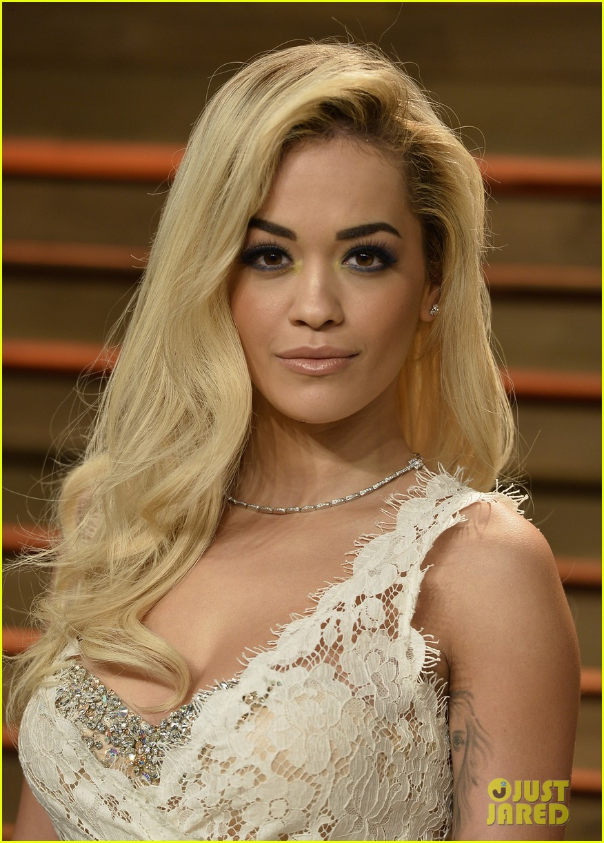 rita ora blonde bombshell at the vanity fair oscars party 2014 033064606