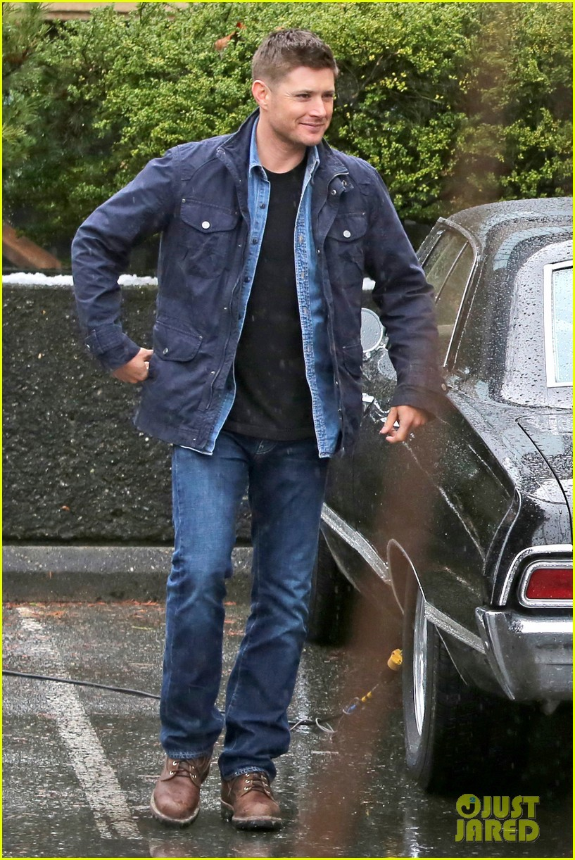 jared padalecki jensen ackles work in the pouring rain 013066811
