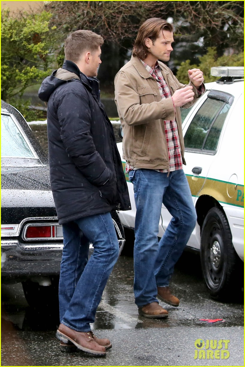 jared padalecki jensen ackles work in the pouring rain 033066813