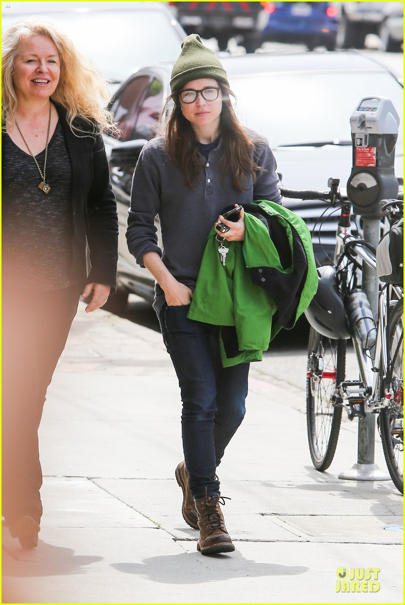 ellen page tweets anti gay pastor 01