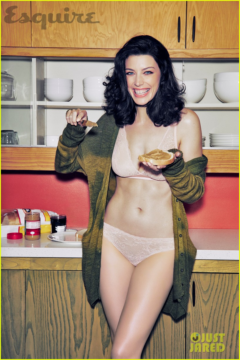jessica pare strips down naked goes skinny dipping for steamy esquire shoot 02
