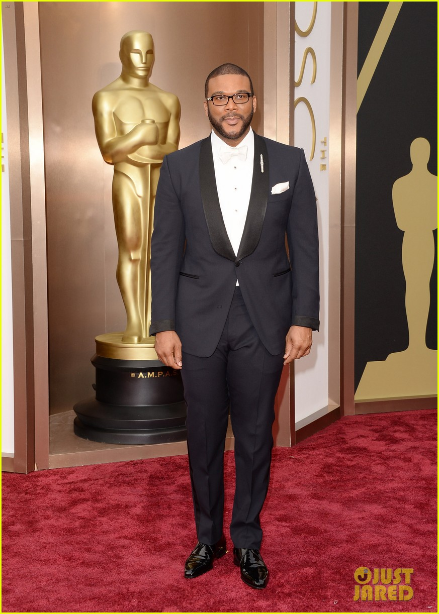 tyler perry presents at oscars 2014 02