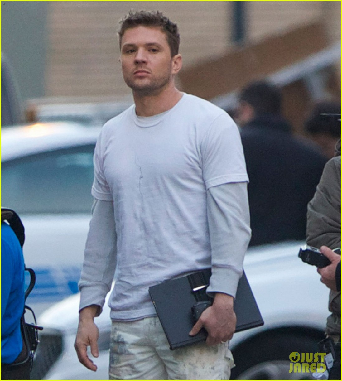 ryan phillippe films new pilot too many layers 033075601