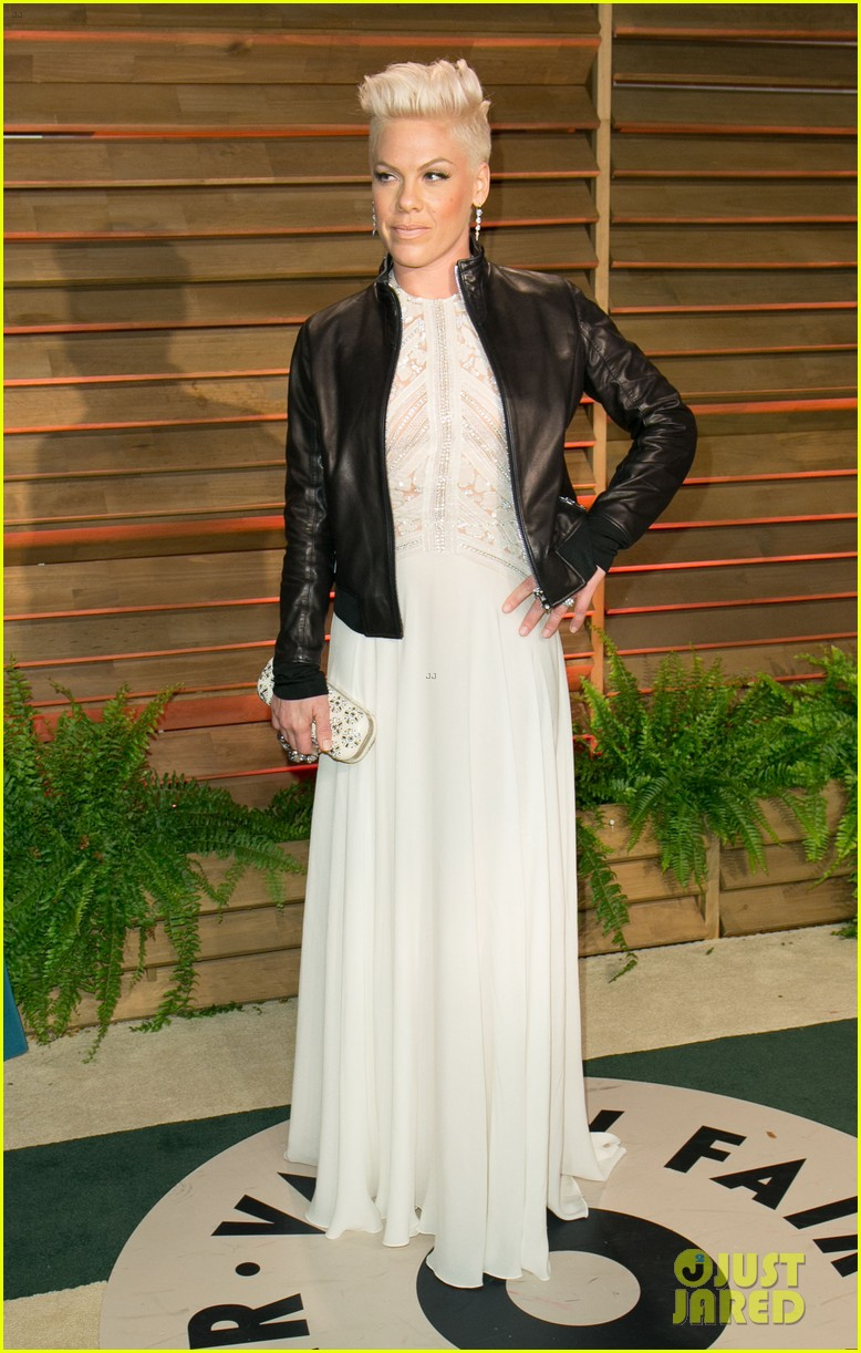 pink attends the vanity fair oscars party 2014 after performing 05