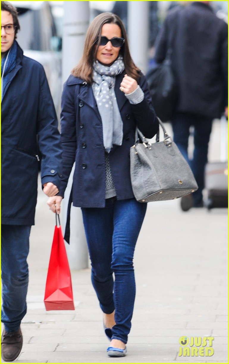 kate pippa middletons go to fashion brand hobbs coming to us 07