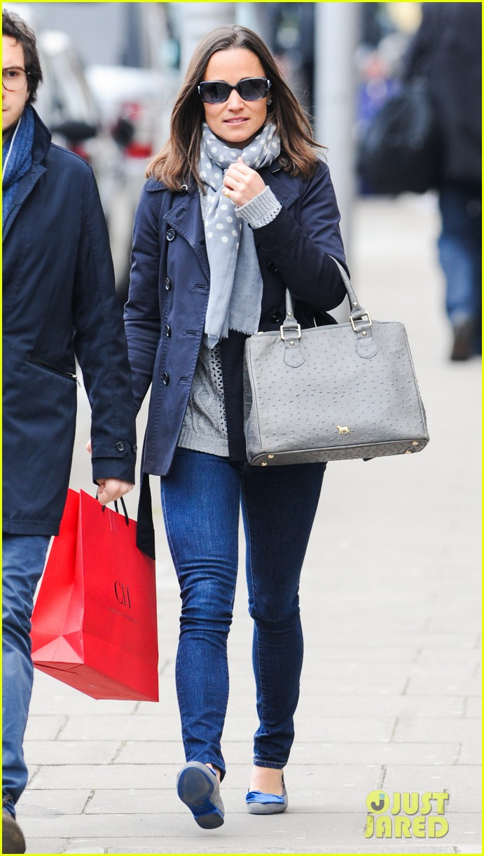 kate pippa middletons go to fashion brand hobbs coming to us 08