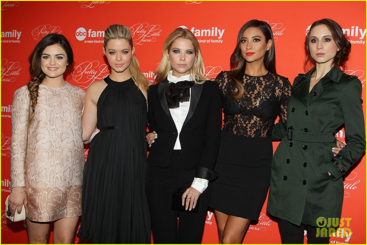pretty little liars cast presents finale episode at nyc live read 06