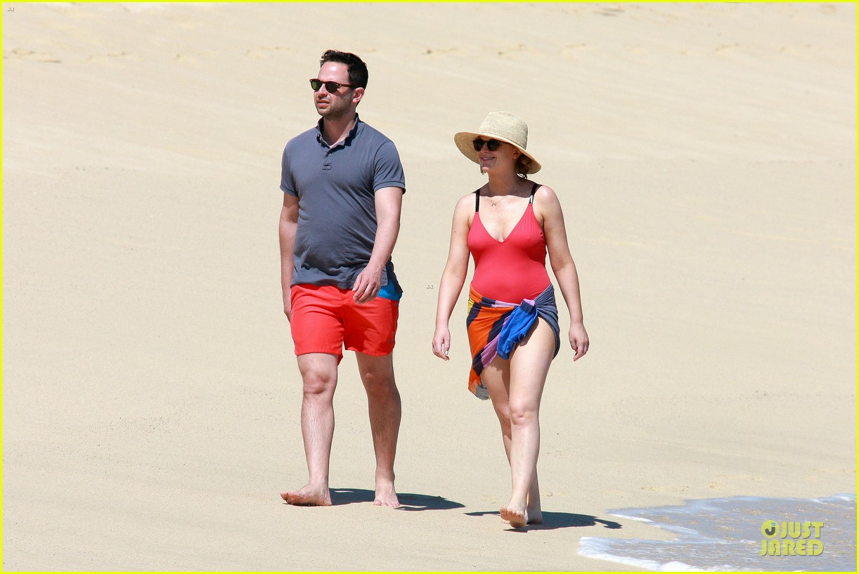 poehler kroll red hot cabo vacation 13