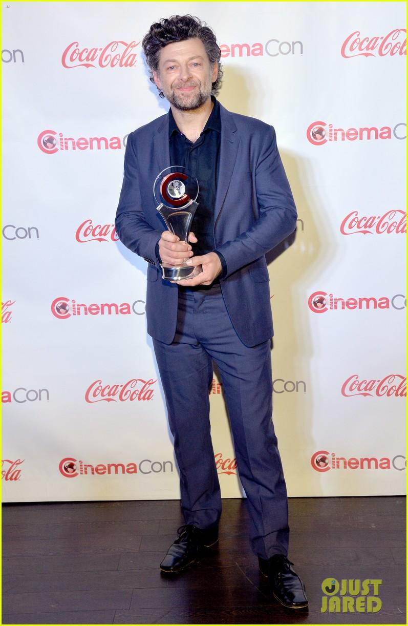 chris pratt seth rogen leslie mann cinemacon awards 073080252