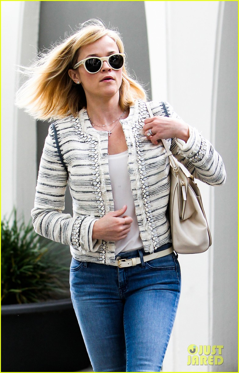 reese witherspoon loves sarah jessica parker her shoe line 04