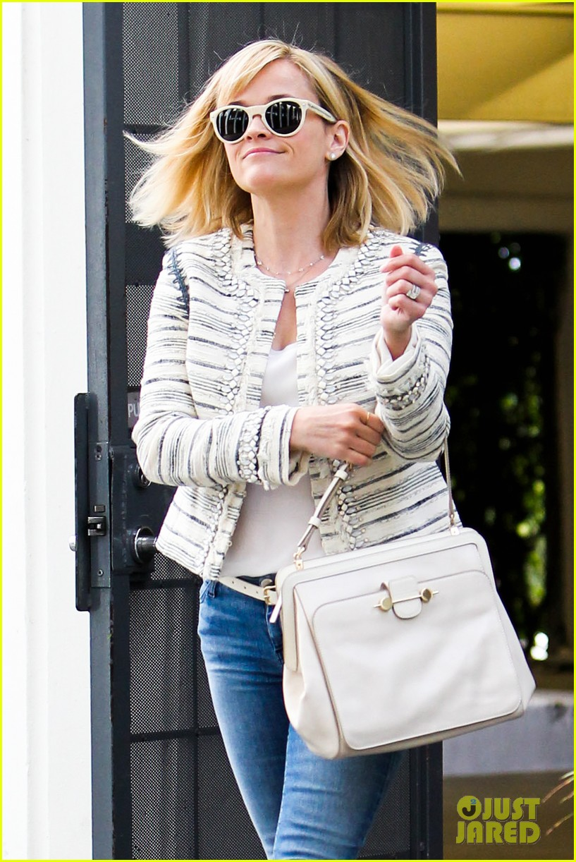 reese witherspoon loves sarah jessica parker her shoe line 063080699