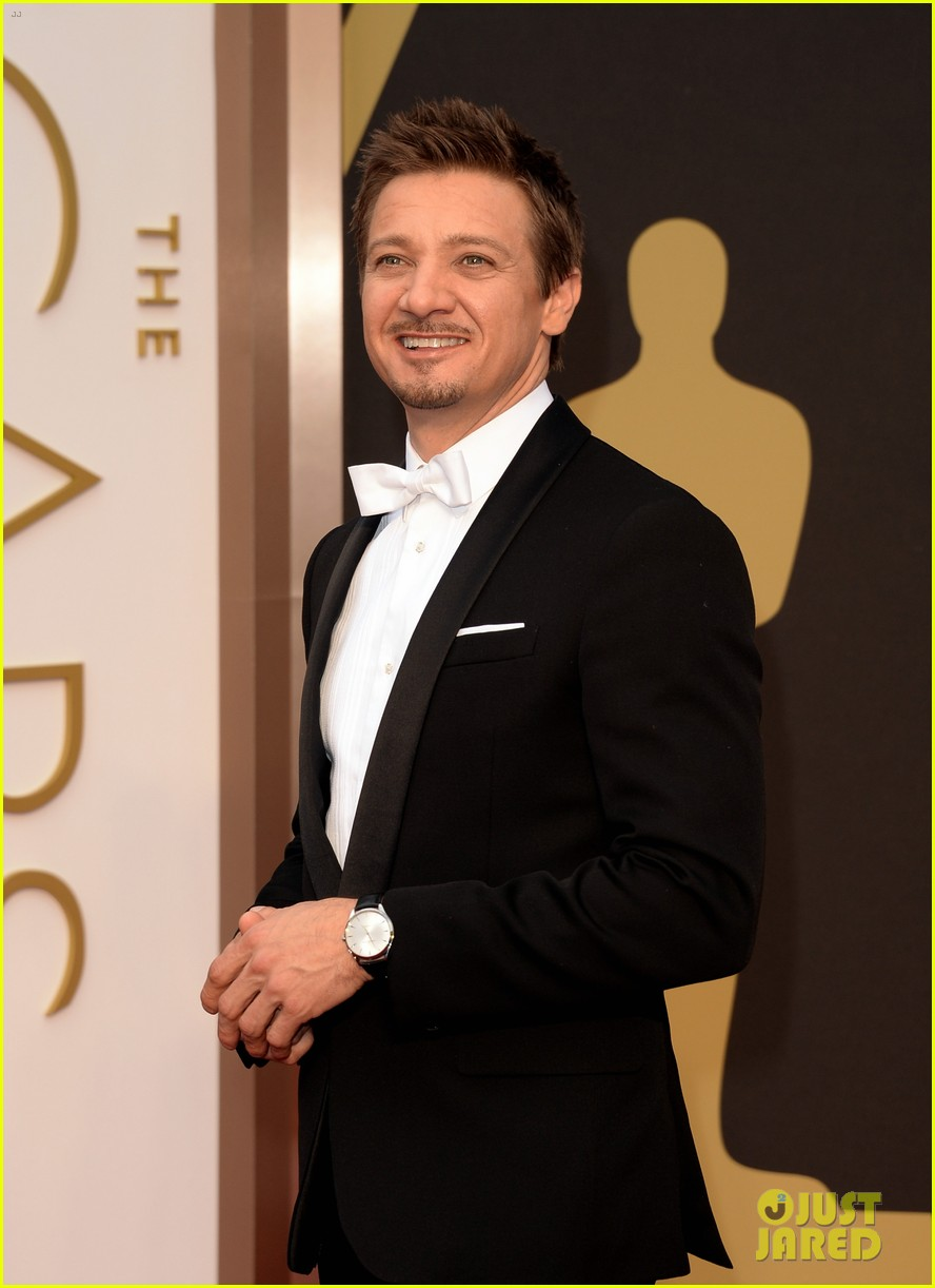 jeremy renner hustles his way to the oscars 2014 01