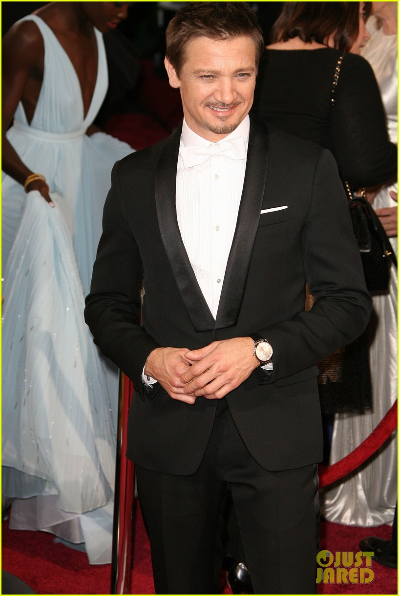 jeremy renner hustles his way to the oscars 2014 06