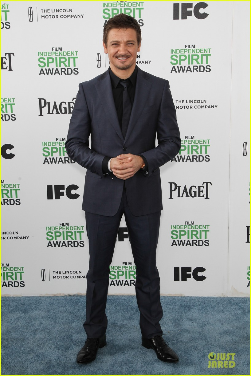 jeremy renner elizabeth rohm exudes american hustle aura at independent spirit awards 2014 05