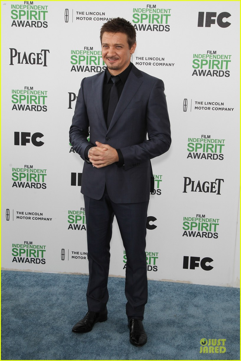 jeremy renner elizabeth rohm exudes american hustle aura at independent spirit awards 2014 09