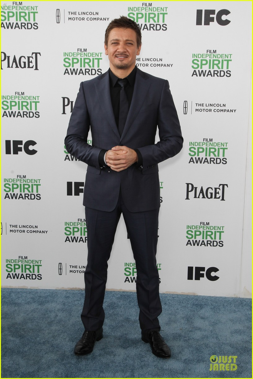jeremy renner elizabeth rohm exudes american hustle aura at independent spirit awards 2014 11