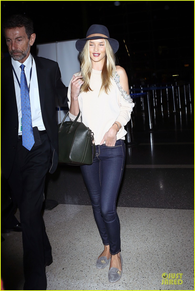 rosie huntington whiteley fly out of la before earthquake 153080981
