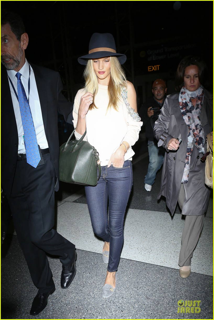 rosie huntington whiteley fly out of la before earthquake 16