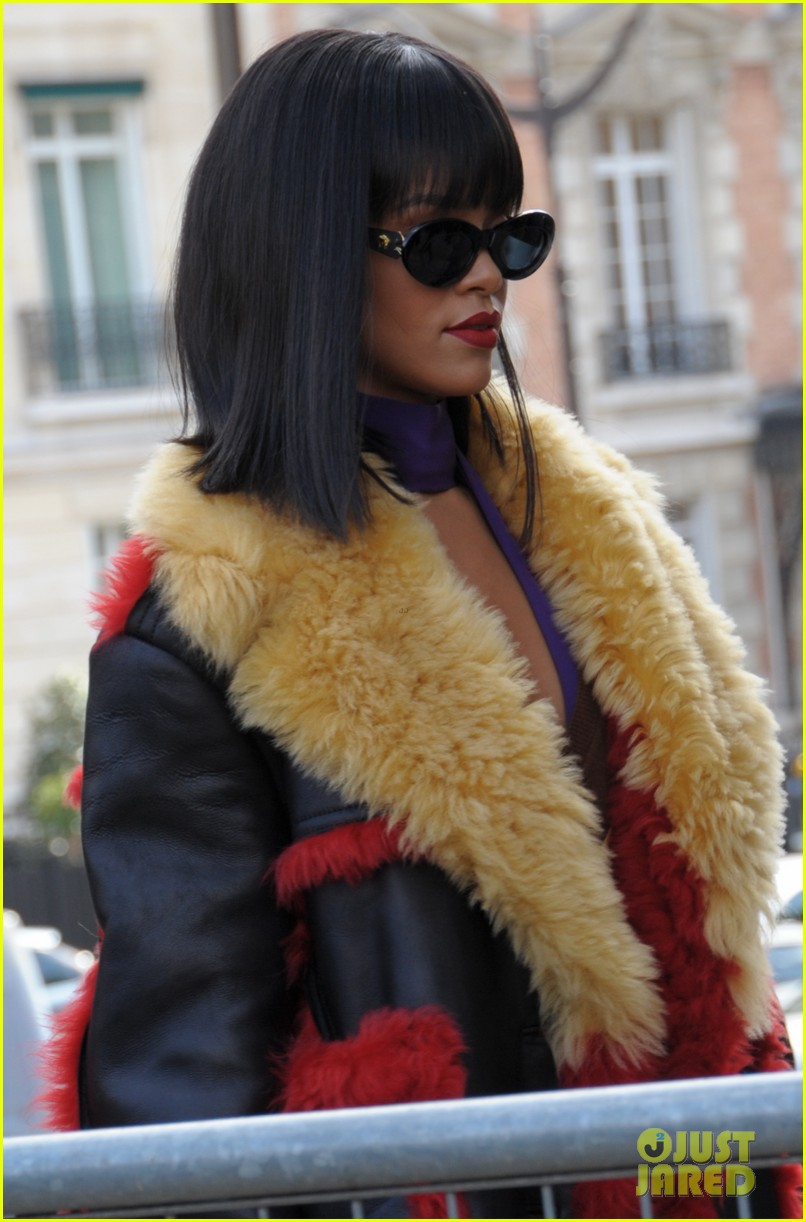 rihanna brings her star power to miu miu fashion show 04