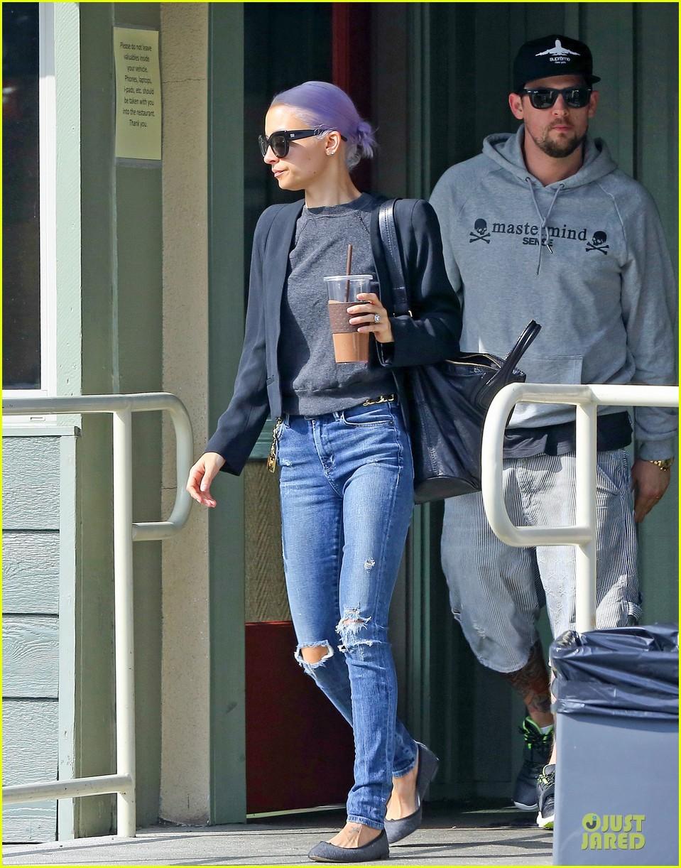 nicole richie proudly rocks new purple hair 06