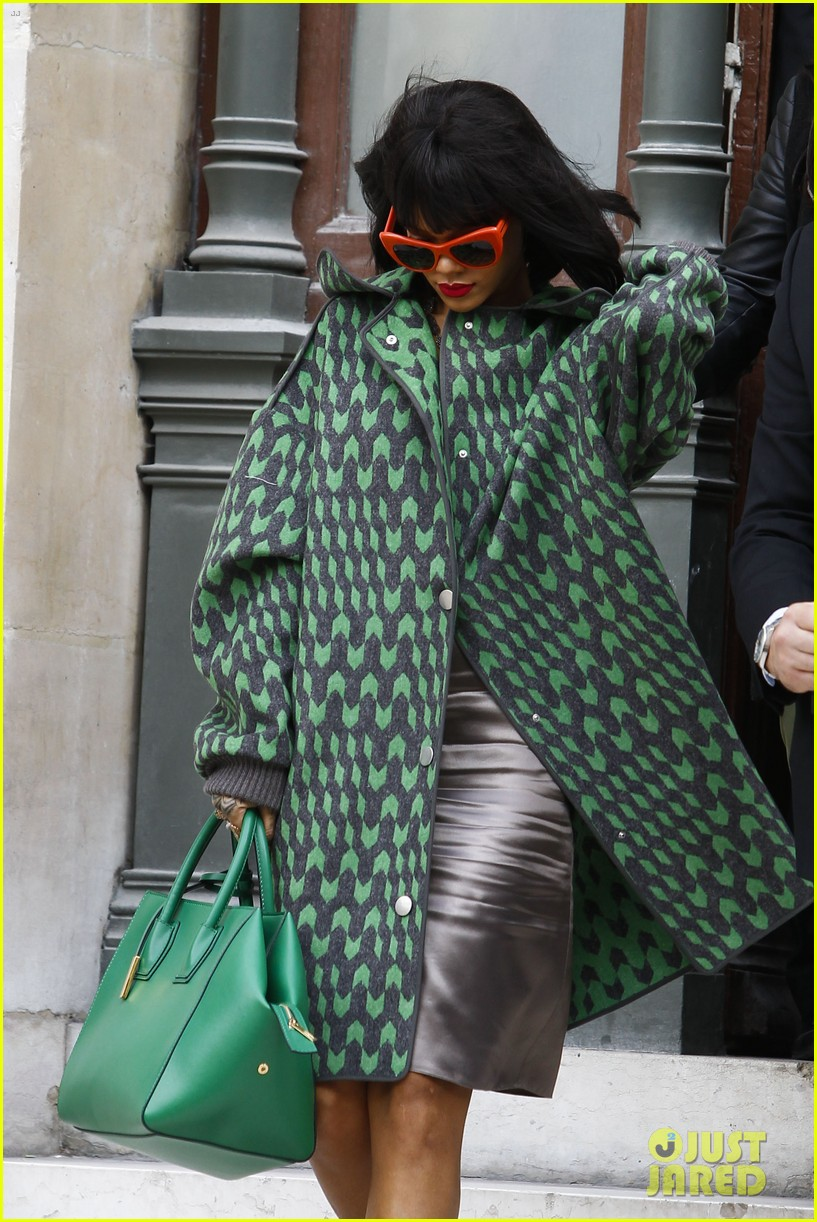 rihanna continues fashion week fun in paris 13