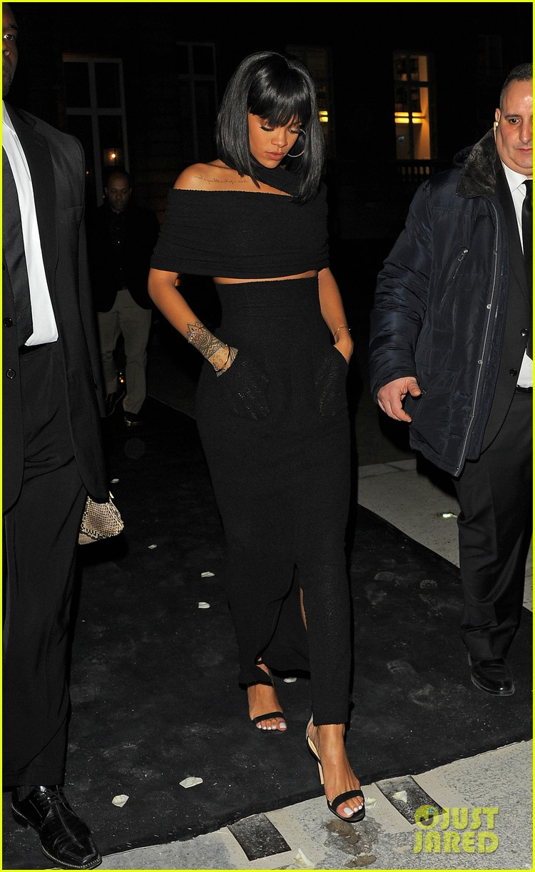 rihanna continues fashion week fun in paris 173065645
