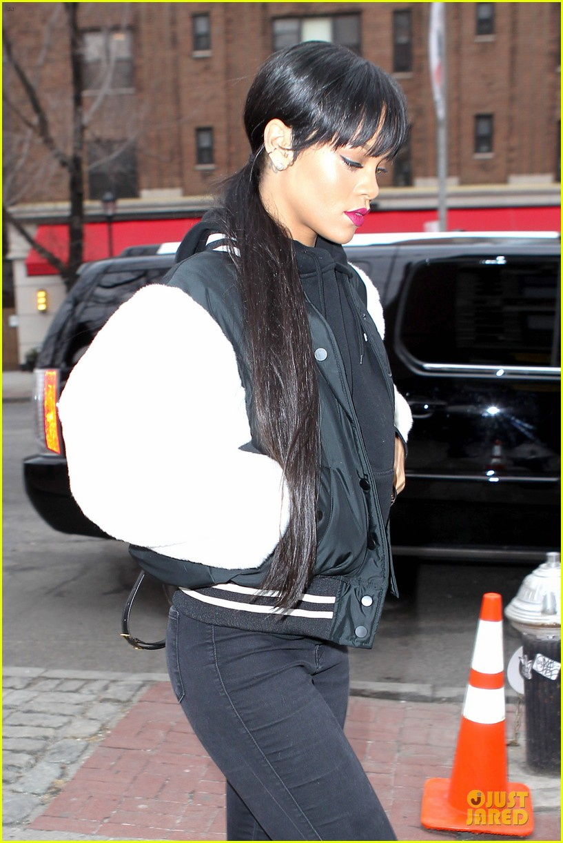rihanna adds long hair extensions 16