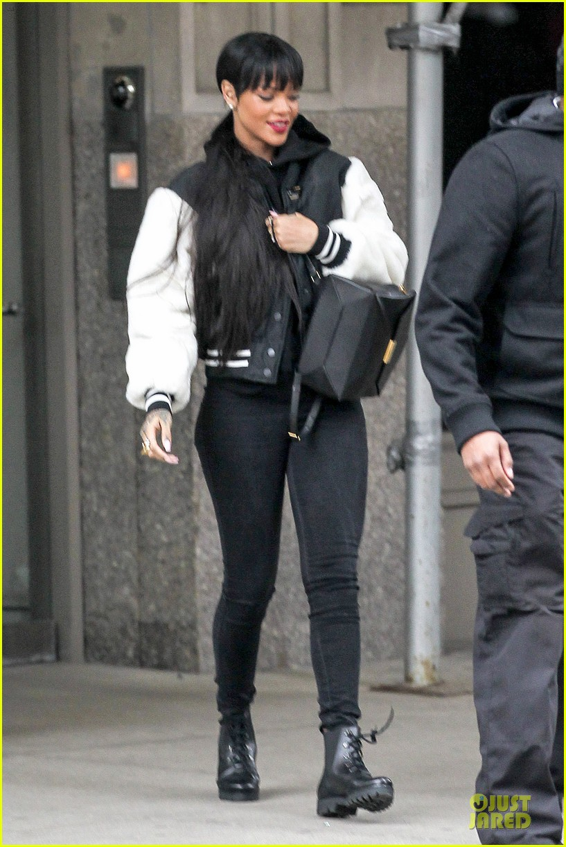 rihanna adds long hair extensions 19