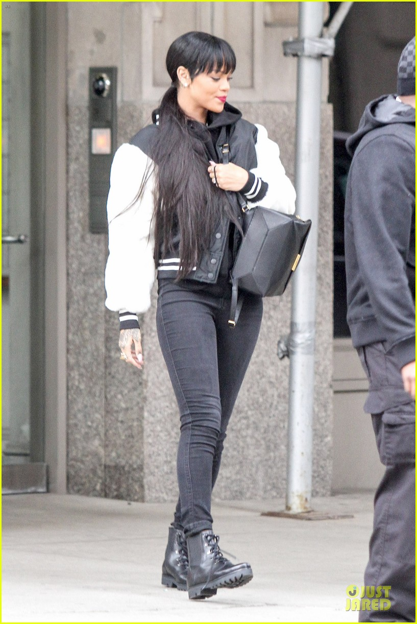 rihanna adds long hair extensions 20