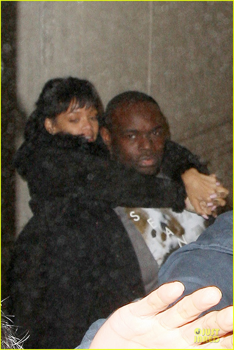 rihanna departs manchester after cozy dinner with drake 11
