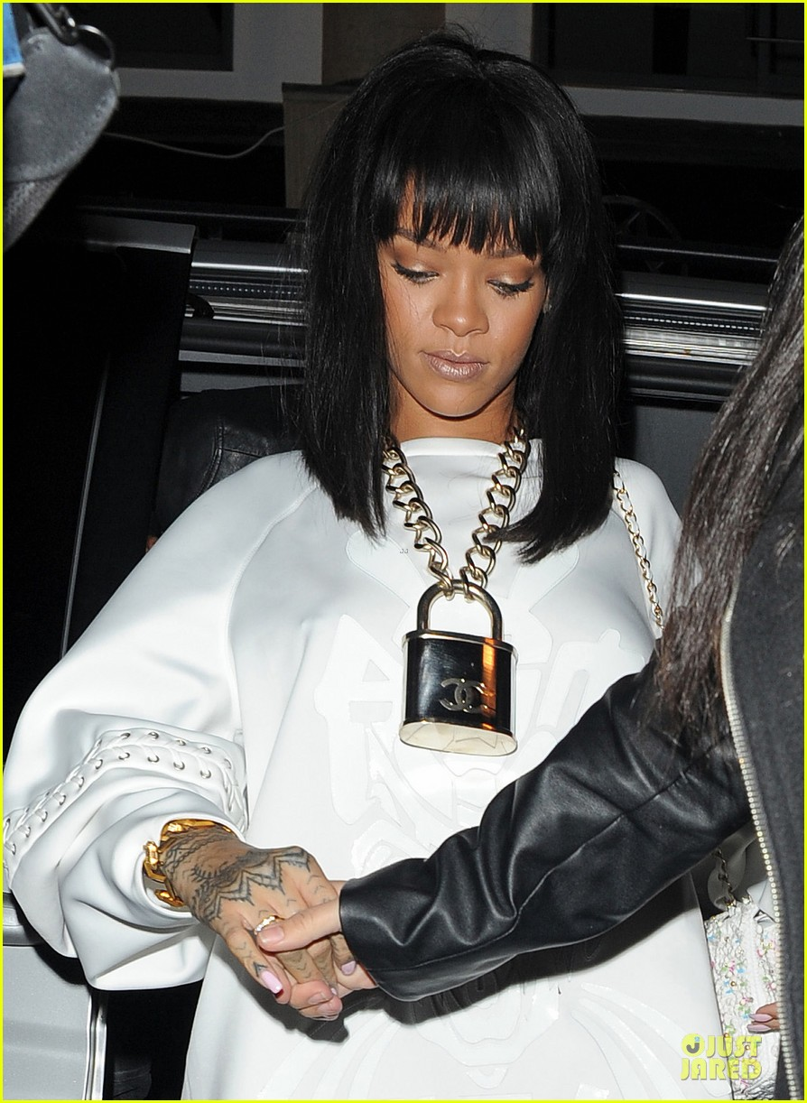 rihanna is sexy padlock for drake at cirque le soir club 023069601