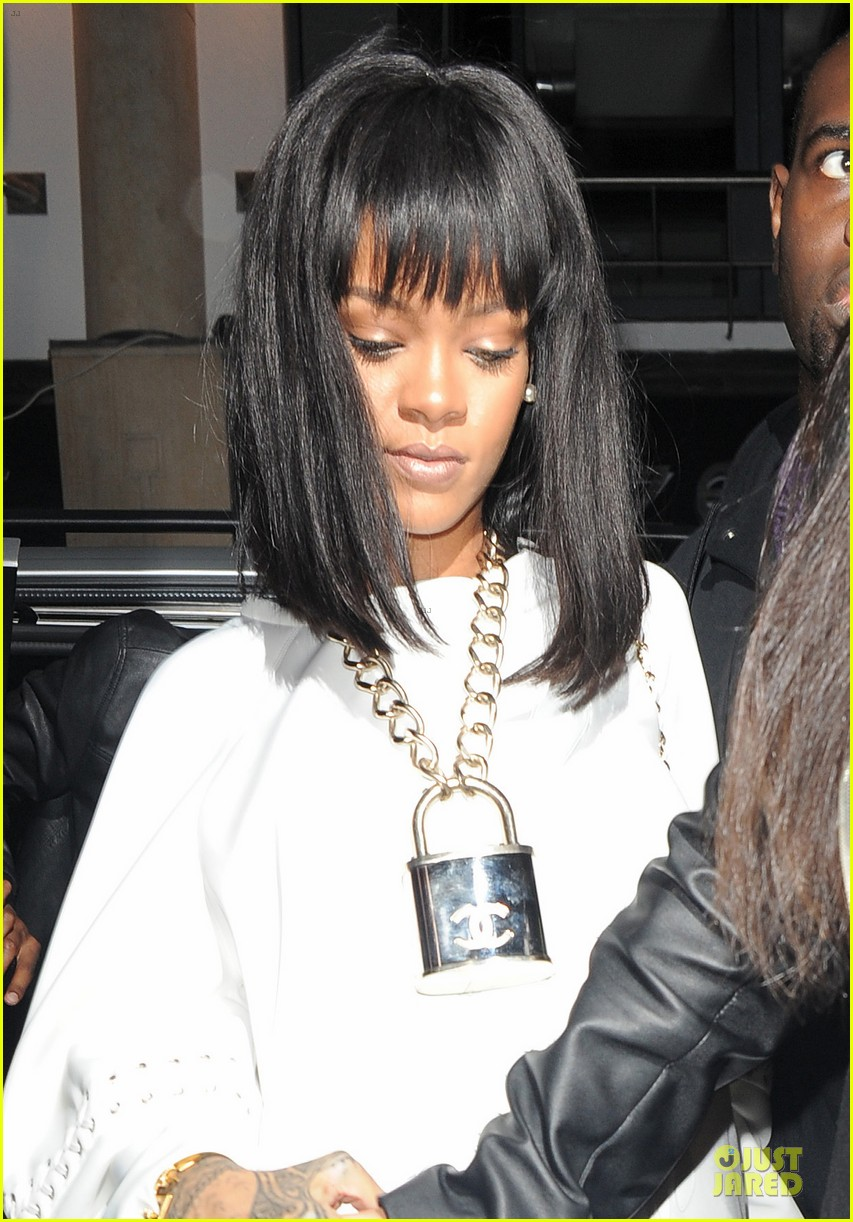 rihanna is sexy padlock for drake at cirque le soir club 04