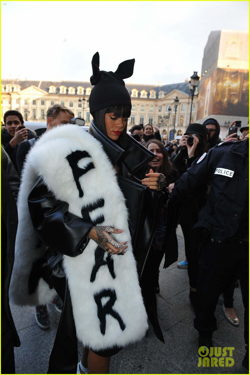 rihannas fur stole is covered in fear at paris fashion show 083063322