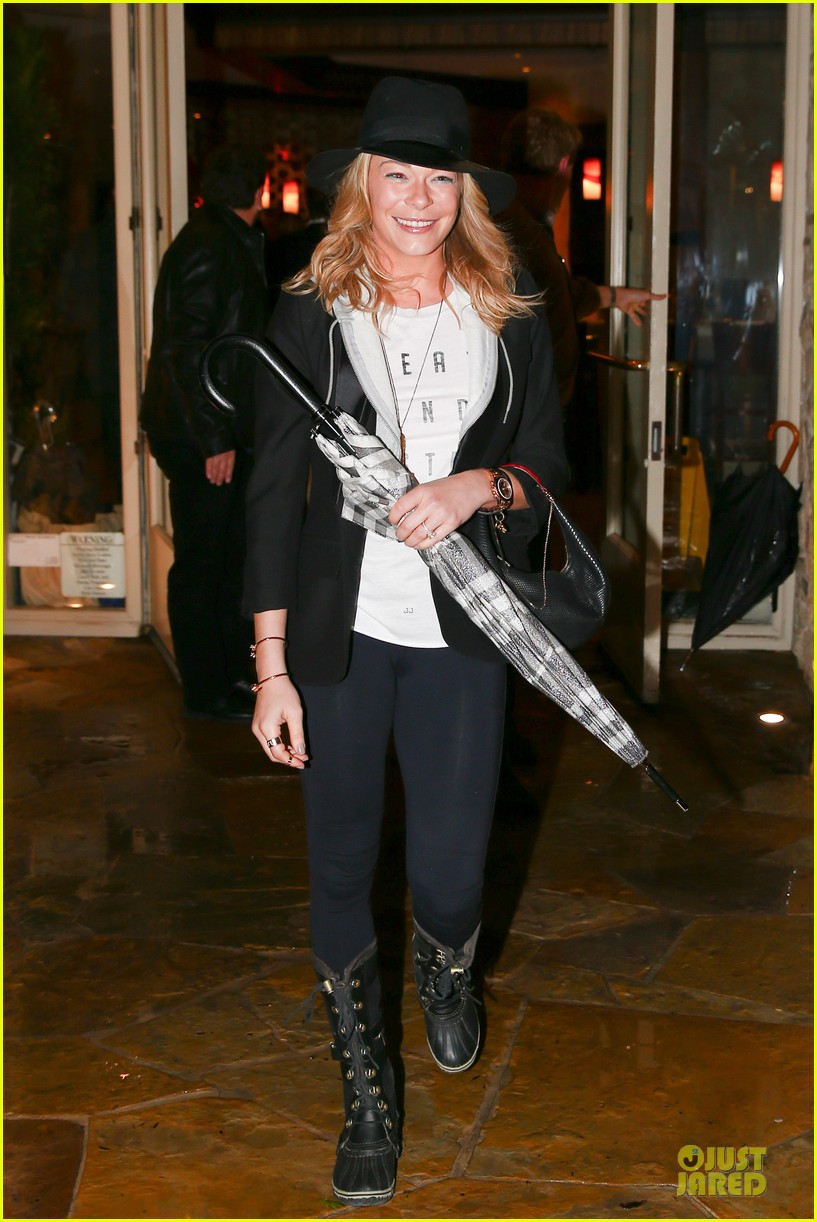 leann rimes fights rain storm with umbrella at tosconova restaurant 083062640