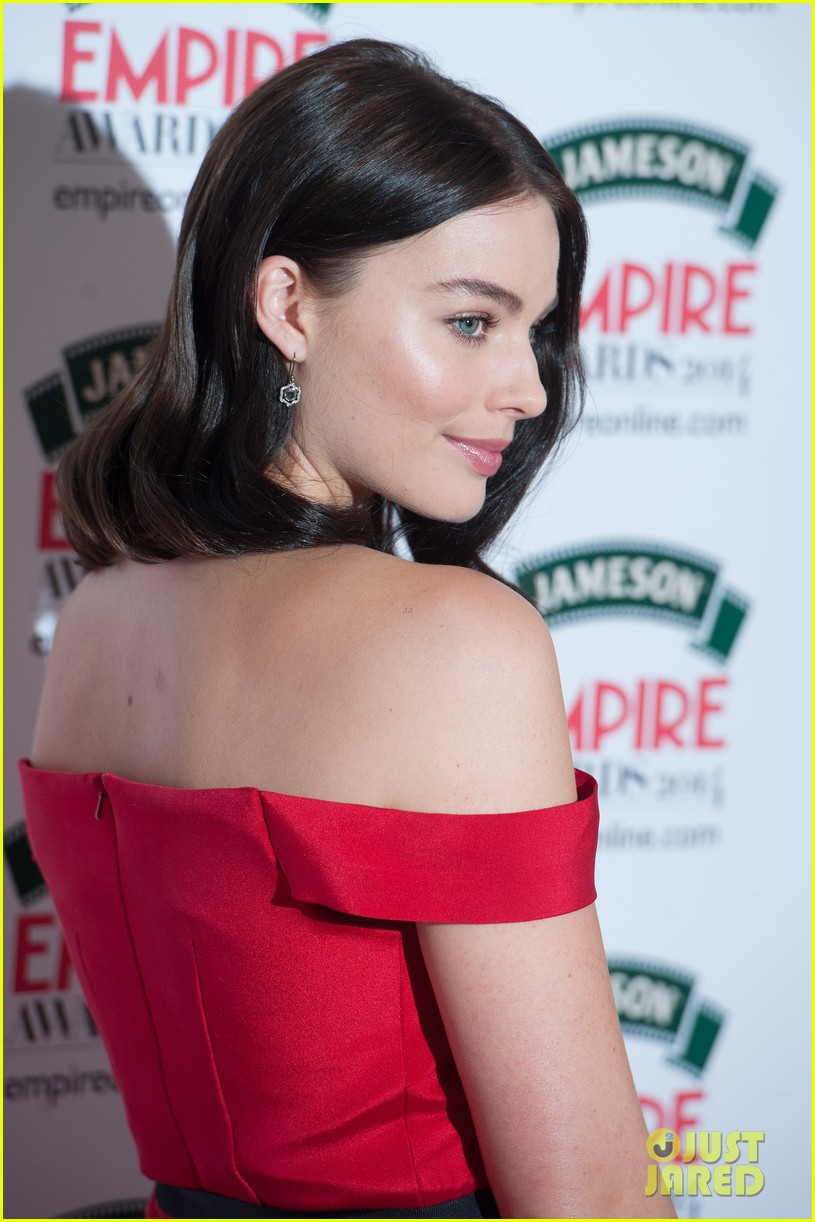 margot robbie is a stunner at the jameson empire awards 2014 02