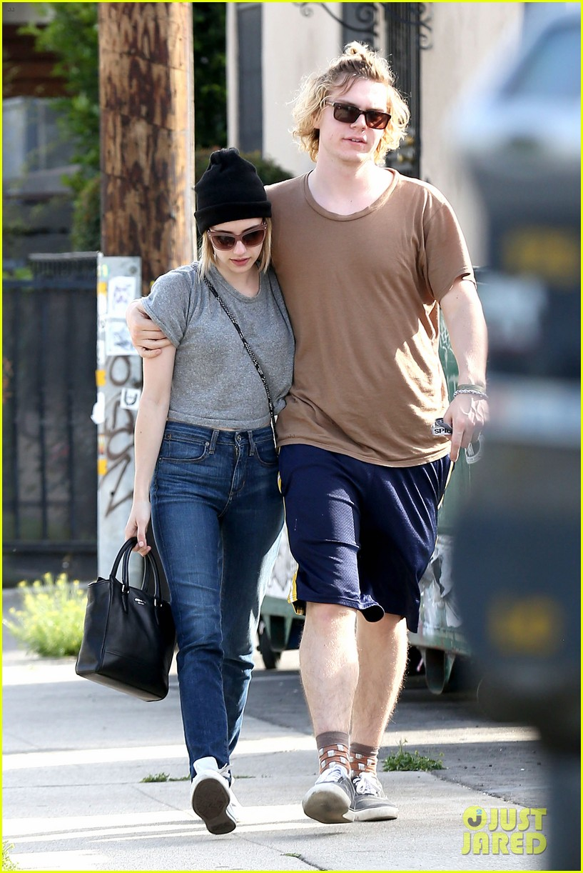 emma roberts evan peters cozy up after sunday lunch 043077458