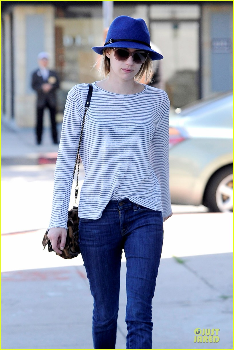 emma roberts enjoys catching up on girls 02