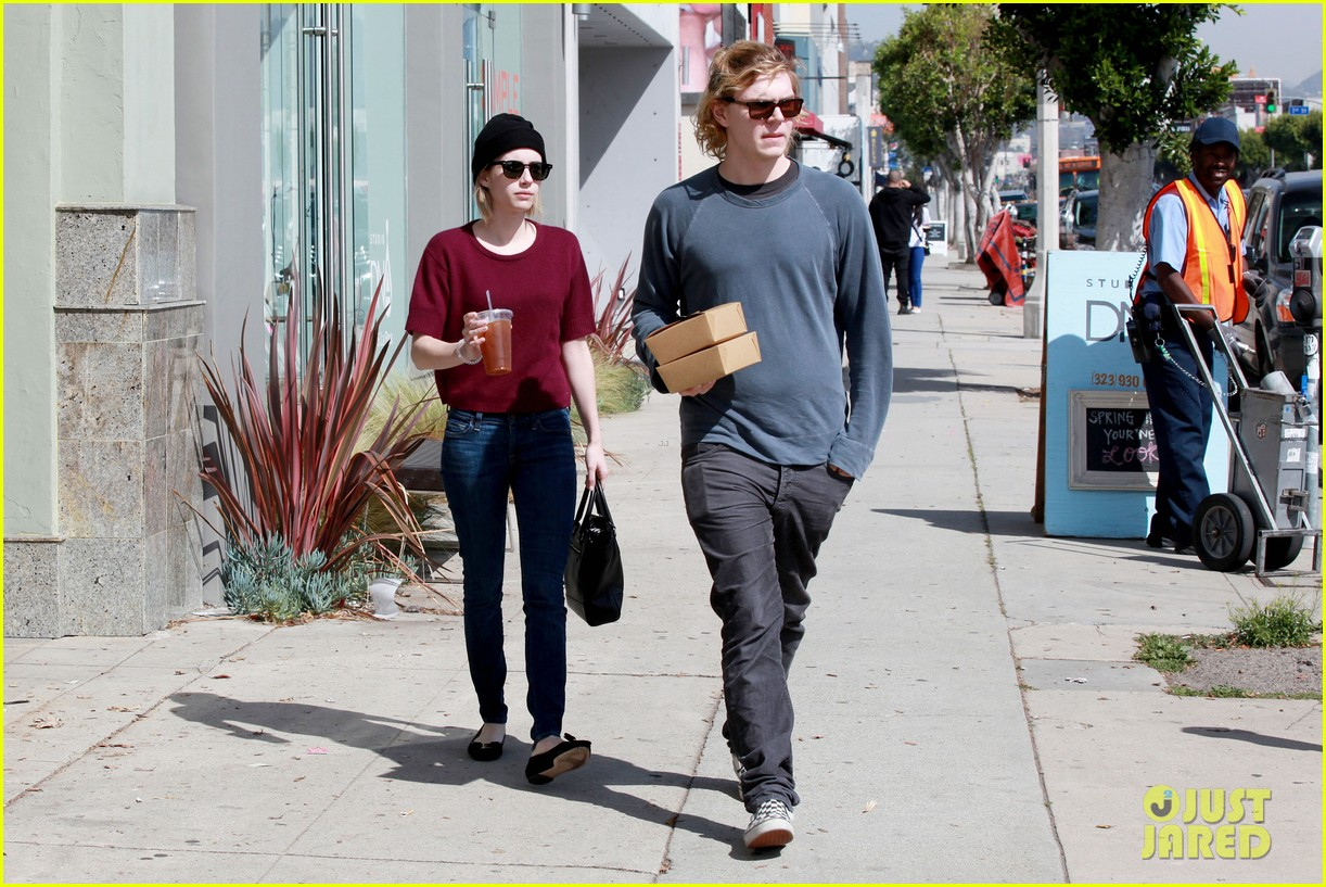 emma roberts engagement ring is the perfect accessory for outing with evan peters 12
