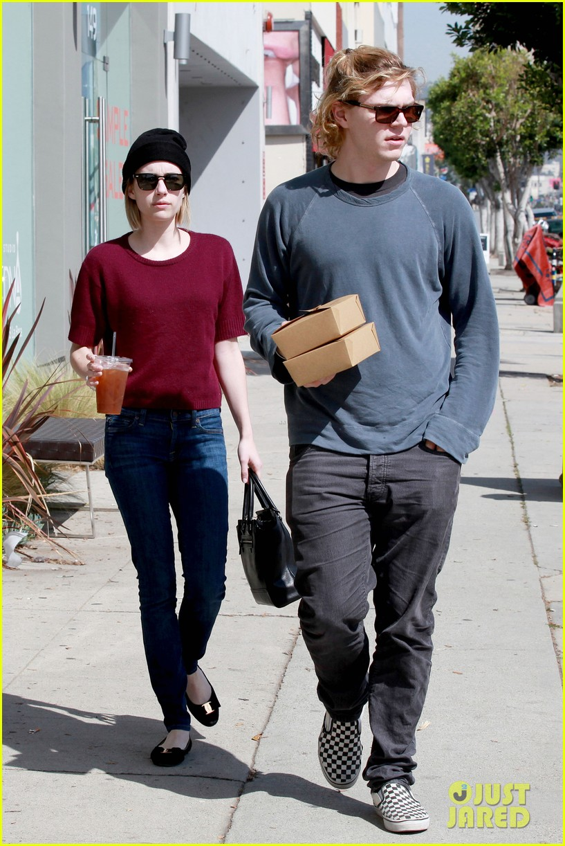 emma roberts engagement ring is the perfect accessory for outing with evan peters 133075984