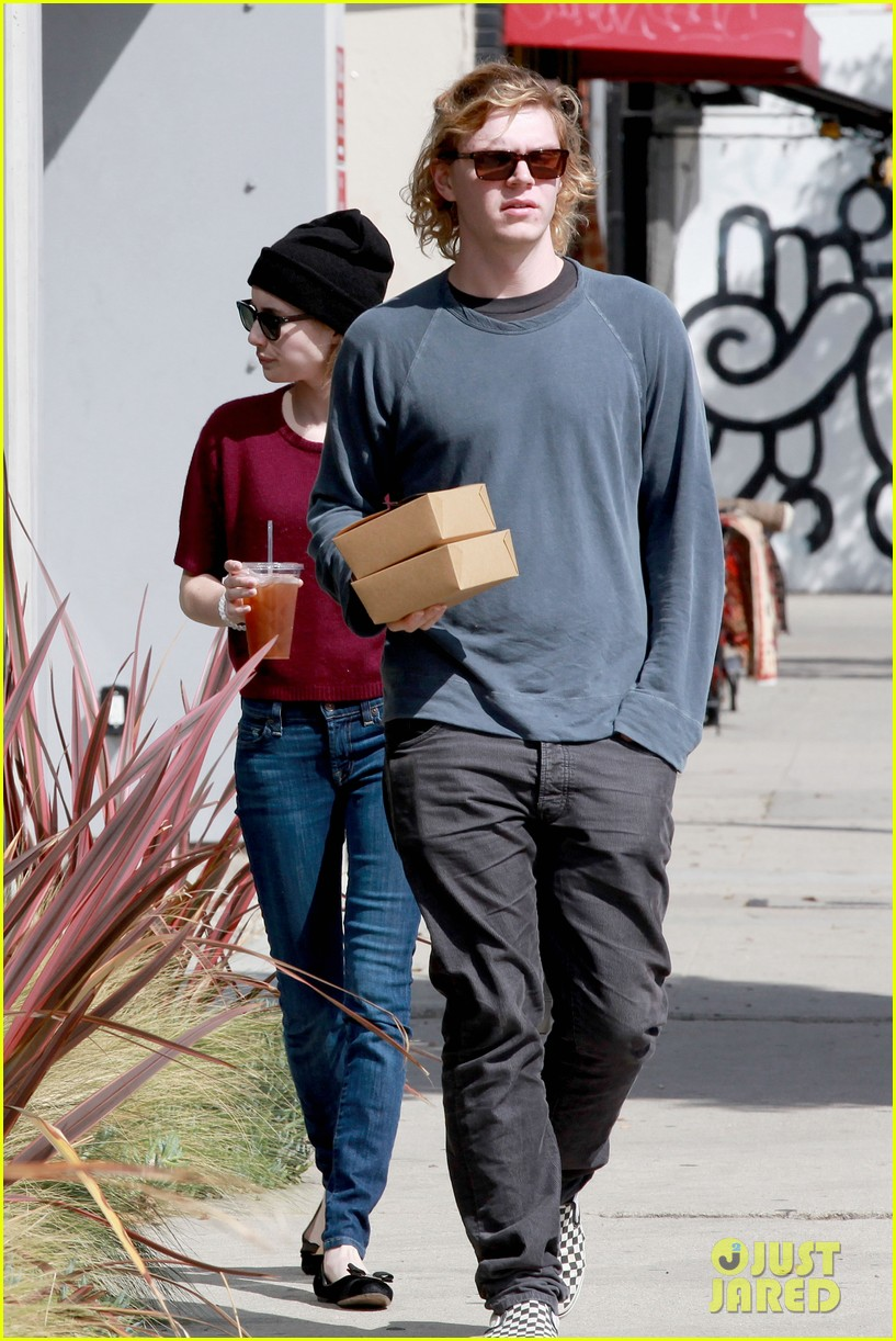 emma roberts engagement ring is the perfect accessory for outing with evan peters 14