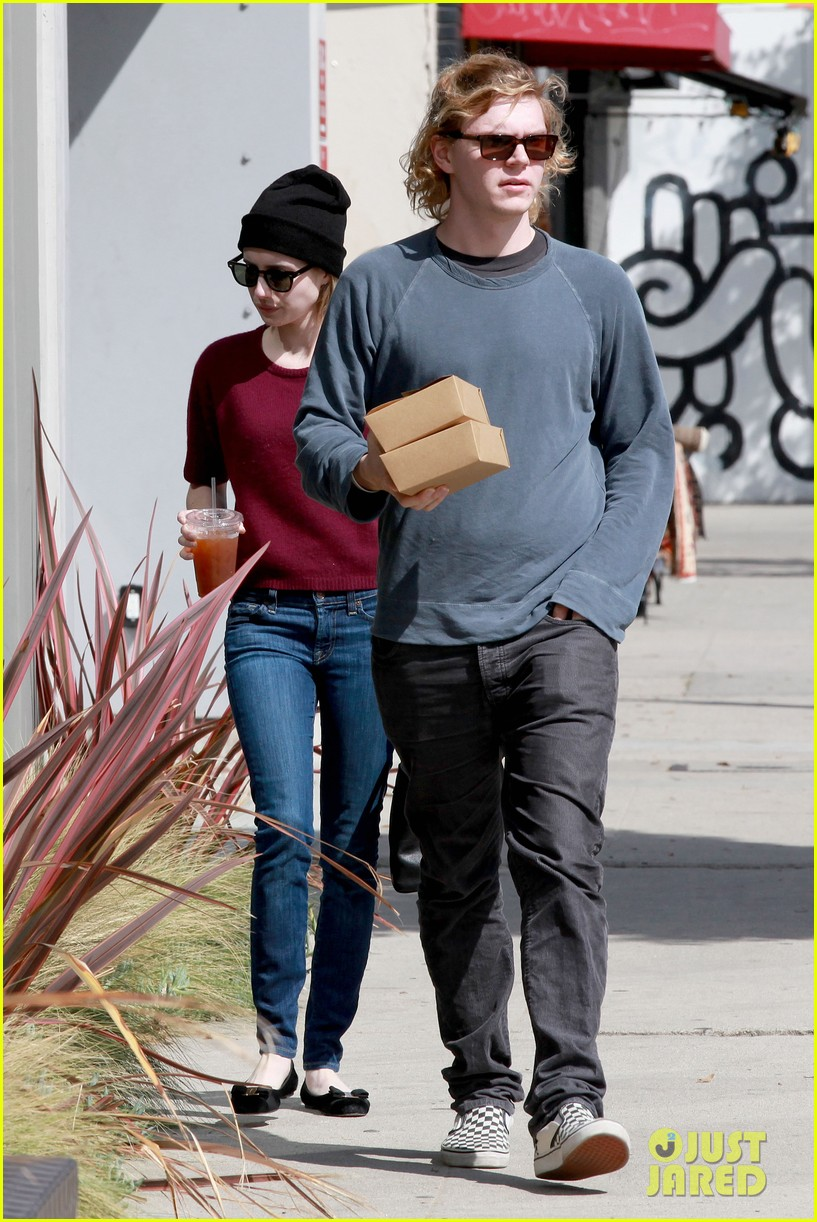 emma roberts engagement ring is the perfect accessory for outing with evan peters 19