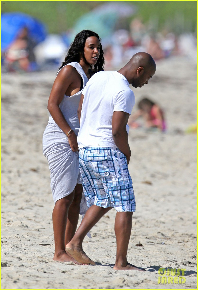 kelly rowland miami beach babe with fiance tim witherspoon 07